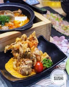 "{SWIPE LEFT FOR MORE PHOTOS} _____ Lunch at @itachosushi.id and enjoy promotion of FREE ""Deep-Fried Soft Shell Crab"" only until 6 May 2019!🦀 Ini Soft Shell Crab enak banget, pake spicy onion sauce yang nagih parah! . Caranya gampang banget: 1. Follow IG @itachosushi.id dan FB Itacho Sushi Indonesia 2. Belanja di Itacho Sushi minimal IDR 250,000 (sebelum tax & service) 3. Tunjukkan foto ""Deep-Fried Soft Shell Crab"" di acc IG @itachosushi.id atau @foodescape_id ke staff Itacho Sushi pada saat memesan _____ 📍Itacho Sushi Grand Indonesia Lt. 3A Sky Bridge Jalan M.H. Thamrin No. 1 Central Jakarta 10230 _____ ‼️Don't miss updates from us: 👉🏻Turn on post notifications 👉🏻Click our Instagram Stories for live updates _____ #FoodEscape #FoodEscapeXItacho #Itacho #ItachoSushi #ItachoSushiIndonesia  #eatfamous #eeeeeats #f52grams #tastespotting #instafood #buzzfeedfood #beautifulcuisines #feedfeed #top_food_of_instagram #seriouseats #9gagnomnom #insiderfood #softshellcrab"