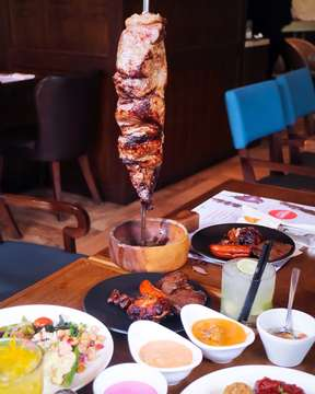 🆕 NEW POST ON THE BLOG 🆕 Unique & rare Brazilian BBQ Churrascaria at @tucanos_jakarta , a great experience enjoying delicious churrascao such as Picanha (Prime Part of Top Sirloin), Alcatra (Top Sirloin), Garlic Beef, Hump, and Grilled Pineapple.. 😋🥩 Looking at all the huge grilled meat being sliced and served in front of us is surely a very appetizing experience. It is definitely the place to go if you're a meat lover who wants unlimited meats and appetizers.. (Swipe to the last picture) 😉 Full review and more story on FOODINLOVEID.COM (link on bio) ▪ ▪ ▪ ✔💬 Turn ON post notification for latest update from us 😉 Don't forget to check our blog for latest update ➡ WWW.FOODINLOVEID.COM Click direct link on my bio... 😉 ▪ ▪ ▪ ▪  #FoodInLoveID #tucanosjakarta #tucanoschurrascariabrazilianbbq #tucanoschurrascariabrasileira #brazilianbbq #brazilianchurrasco #churrasco #churrascaria #beautifulcuisines #zomato #foodblogger #jktfoodblogger #jktfoodies #jktfoodbang #jktfooddestination