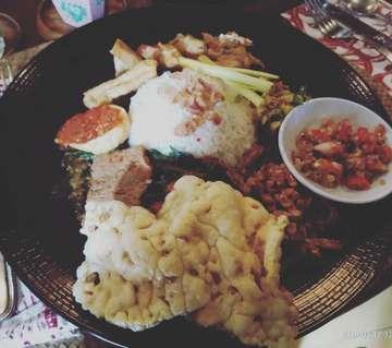 Nasi Campur Bali  Love the beef, sate lilit and sambel matah. Way too much for me 😁😁 @bikubali  #instagram #food #foodporn #likeforlike #kuliner #cafe #bali #cake #restaurant  #barandrestaurant  #hobimakan  #lovefood  #foodlover  #foodloverand  #foodloverandtraveller  #coffeeshop  #indonesia #nasicampurbali #chocolatecake  #dessert #nasicampur #kuliner #wisatakuliner