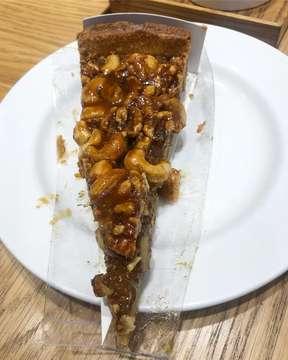 Menyoklatkan rasa 🍵🍫🍰😋👌🏻 #instafood #instagood #food #goodfood #beverage #delicious #eating #drinking #foodpics #foodporn #foodgasm #foodie #yummy #tasty #like #like4like #eat #drink #world #indonesia #jakarta #southjakarta #cilandak #jalantbsimatupang #cilandaktownsquare #touslesjours #hotchocolate #cake #enjoy #saturdayevening