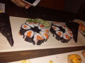 🙊🙉🙈 . . Slide ke 6 dan 7 Menu baru yang jadi favorite 👌salmon head!! 🐟 . . #allyoucaneat #allyoucaneatsushi  #threewisemonkeys  #instafood #kuliner #foodies #salmon #3monyetbijaksana