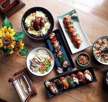 Lunch kali ini di @shabunobusushinobu aneka sushi yang disajika  secara fresh dan enak-enak semuaaaa.. Gak hanya ada menu sushi dan shabu-shabu aja. Rice bowl dan juga pasta ala jepang juga tersedia..! Ssstt..harganya terjangkau banget. . Mampirr yuk kesini . . Shabu Nobu Sushi Nobu At Bintaro Xchange dan Dharmawangsa . . #shabunobusushinobu #sushi #shabushabu
