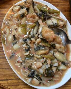 Saklon masak fung co (tape ketan) sayur asin..menu wajib dipesan saat makan di Restoran Amen di Puncak. Ayam garamnya juga juara sih..enak! . #herlinshappytummy #restoranamenpuncak #saklon #jktfoodbang #instagramfood #herlineats