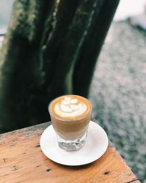 Saturday coffee session with @smdhani • • • • • #coffee #coffeelife #coffeetime #coffeegram #coffeeshop #coffeelover #coffeeaddict #cupinframe #kopi #kopiindonesia #indonesiancoffee #instacoffee #vsco #indonesiancoffeeshop #coffeebreak #caffeine #hobikopi #proudofindonesiacoffee #coffeeoftheday #storyincoffee #thingsaboutcoffee #mycoffeestory  #coffeeshopcorners #piccolo #mycoffeediary #igerscoffee