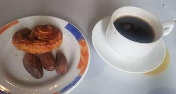 Kopi dan kurma . .  Tidak ada minuman yang seramah kopi, dengan apapun bisa cocok :D.  #Kopilokal  #bandung