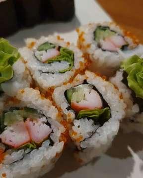 Makan sepuasnya cuma IDR 230K di @3wisemonkeys_id . . Gak cuma sushi, ada sashimi, ramen, gyudon, tempuran, dan masih banyak makanan2 Jepang lainnya loh. Trus gak usah takut karena all you can eat kualitas  rasanya jadi kurang, ini malah enak2 banget . . #doyanmakan #sushi #japanesefood #allyoucaneat #3wisemonkey #doyansushi #wisatakuliner #kulinerjakarta #indonesianfood #tasty #makanmurah #snack #makanberat #streetfood #enak #jktfooddestination #makanan #makananenak #instafood #foodpic #foodphoto #foodstagram #foodgasm #buzzfeedfood #f52grams #jktfoodbang #foodies #kuliner #foodgasm