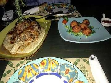 Warung Turki  #ジャカルタ🍴  トルコ料理 1階ではトルコランプが買える。 2枚目のお肉がトロトロで◎  Price : 3000円〜/1人