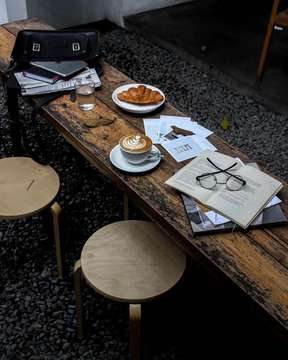 "⠀⠀⠀⠀⠀⠀⠀⠀⠀ ""Judge nothing, you will be happy. Forgive everything, you will be happier. Love everything, you will be happiest."" ⠀⠀⠀⠀⠀⠀⠀⠀⠀ ⠀⠀⠀⠀⠀⠀⠀⠀⠀ ☕ : Caffè Latté ⠀⠀⠀⠀⠀⠀⠀⠀⠀ 🥐 : Butter Croissants ⠀⠀⠀⠀⠀⠀⠀⠀⠀ 📍 : Kopi Manyar @kopimanyar ⠀⠀⠀⠀⠀⠀⠀⠀⠀ ⠀⠀⠀⠀⠀⠀⠀⠀⠀ ⠀⠀⠀⠀⠀⠀⠀⠀⠀ ⠀⠀⠀⠀⠀⠀⠀⠀⠀ ___________________________________________ #coffeeshop #coffee #bestcoffeeshop #manmakecoffee #anakkopi #hobikopi #cupsinframe #coffeeshopsoftheworld #coffeetime #happyboringlife #proudofyourlocalcoffeeshop #indocoffeegram  #coffeecupsoftheworld #masfotokopi #coffeeheaven #eatandtreats #coffeedaily #indonesiancoffeeshop #caffeineagent #coffeeoftheday #tablesituation #coffeeinblack #mbakfotokopi #jakartacoffeeshop #coffeeshopjakarta #baristadaily #coffeehead #jsc #jakartasecretcoffee"