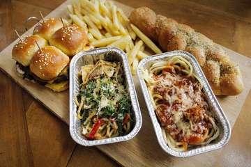 Pay Day Promo is back !!!! . .  Wah iniii Kunena Eatery ngadain promo gajian lagi nih guys !!! . . Muraaah, hemaaat! Kamu cukup bayar idr 80K bisa dapet 2 spaghetti, 4 slider burgers, fries, sama garlic bread!! . . Dicatet ya guys, PROMO BERLAKU BESOK! mulai tanggal 27 Maret - 28 Maret 2019. . . 📌@kunena.eatery 📍 Jl Kompol Bambang Suprapto no 4, Baciro ⏰ 11 am - 11 pm 💰 80k . . #javafoodie #jogja #kulineryogya #KulinerJogja #instafood #foods #promokulinerjogja #kunenaeatery