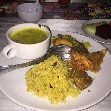 Last Night Dinner at Oceana Restaurant Jimbaran Bali.  Nasi Campur  #likeforlikes #followforfollowback #nasilawar #nasibali #nasicampur #nasicampurbali #balinesefood #kulinerbali #latepost #kulinernusantara #bali #baliindonesia #pecintakuliner #gilamakan #lapar #makanterusss #indonesiakuliner