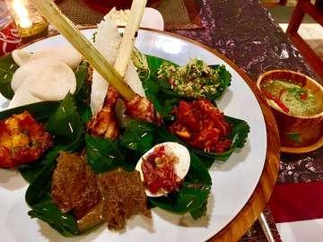 #travelphoto #travelphotography #travel #travelblogger #culture #tripadvisor #foodlover #foodporn #food #foodphoto #foodphotography #foodblogger #delicious #tasty #globetrotter #holiday #trip #vacation #bali #indonesia #nasicampur #nasicampurbali #summer #🌞 #ristaffel #ubud