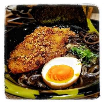 Tempat makan ramen baru di @kotakasablanka yaitu @menyamusashi_id .  Ada pilihan 3 macam kaldu: black (garlic), white (shoyu), dan red (spicy). Karena tertarik dengan garlic, maka akhirnya nyobain yang chicken katsu black.  Kaldunya gurih, dan rasa bawangnya cukup kuat dan agak asin sedikit. Chicken katsunya juga crispy dan dalamnya masih moist.  Telurnya juga enak karena direbus setengah matang.  Rating: 8.5/10 Price: IDR 65 K (Regular) Where: Menya Musashi Bukotsu, Kota Kasablanka • • • #instago #instalike #instagood #instagram #instadaily #like #follow4follow #like4like #jajan #makan #jakarta #indonesia #foodphotography #foodporn #foodgasm #foodie #eumsik #jktfoodbang #foodaffair #picsart #foodart #vsco #vscofood #ramen #menya #chicken #katsu #japan #japanesefood