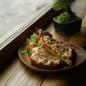 Yasshhhh!! SHŪMATSU BRUNCH (Weekend Brunch) @fujin_id 👌👌 Ide buat brunch weekend kali ini, bisa mampir ke Fujin. Menu menunya enak enak banget! Cuma setiap hari sabtu & minggu dari jam 11 siang sampai 3 sore. Enjoy! #Jktfoodbang #eatfamous #foodbeast #munchies #wanderbites #jktgo #placestogojkt #nowjakarta #anakjajan #eatandtreats #instafood #eeeeeats #f52grams #tastespotting #manualjakarta #ilovefood #huffposttaste #heresmyfood #eat #tastethisnext #hautescuisines #vscofood #brunch