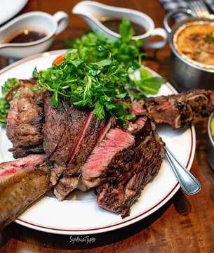 USA Prime Beef T-Bone Steak @lequartierjkt 🐮😋 Shared By: @synthiatjipto #Jktfoodbang #anakjajan #eatandtreats #buzzfeedfood #buzzfeast #starvingtime #foodstagram #foodporn #tasty #foodies #instagood #foodstories #foodpics #foodnetwork #starvingtime #foodies #f52grams #jakarta #jakartafood #foodshare #jktgo #foodart #menwithcuisines #dailyfoodfeed #tablesituation #devourpower #comfortfood