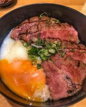 Wagyu Don With Onsen Egg @bitesnbowls 🤩😜 Shared By: @eatineraryid #jktfoodbang #foodgasm #foodgram #buzzfeedfood #foodporn #vscofood #foodstagram #jktgo #jktfoodbang #starvingtime #foodies #f52grams #eatandtreats #insiderfood #anakjajan #jakarta #feedfeed #instafood #foodnetwork #gofoodjakarta