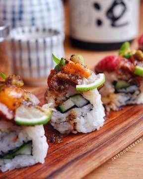 It's time for dinner nih food seeker 😋  Udah ada ide buat malam ini enaknya tuh dinner pake apa? Nih buat yg masih bingung sih mending kita ke @hokkaido_izakaya aja deh.  Selain punya signature menu yg aneka macam daging tuh disini jg ada sushi loh. Rasa sushinya jg ternyata enak deh pokoknya yg suka japanese food nih harus coba kesini ya!  Nah buat kalian yg lagi bingung mau dinner pake apa tuh mending kesini aja yuk 😁 - - 📍 Hokkaido izakaya Apartemen Pavilion, Lantai Ground, Sudirman, Jakarta Selatan - -  #sushiroll #sushitime #sushiart #kulinerjepang #japanesefood #sushidinner #sushiporn #foodie #instafood #vscofood #foodporn #foodgasm #mouthgasm #igfood #jktfoodseeker #jktfoodbang #hokkaidoizakaya #jktfooddestination #hokkaidoizakayajakarta #japanesecuisine #sushilovers #makananjepang #japanesesushi