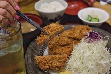 Katsutoku, Sentral Senayan  Pork Sirloin Katsu Set 160g (207k) ini disajikan dengan nasi, salad dan juga soup (I chose miso soup). Ada juga pilihan 120g (175k). Seperti typical japanese katsu place ada sesame seed yang bisa kita aduk sampai ancur terus ada saus untuk dicampur lagi untuk dip katsunya. Overall katsunya menurutku lumayan ya, pengen banget bandingin sama Katsukura tpi udah beda context 🤪 So let's say it's good enough utk yang lgi crave for pork katsu.  Pork Tenderloin Katsu Set 4 pcs (207k) ini ada juga pilihan 3 pcs (175k). Ini also served with nasi, salad dan soup. Dari segi presentation lebih menarik yg sirloin krn dipotong kyk katsu. Klo si tenderloin ini kyk bulet/oval gitu tpi dipotong bagi 2. Trus pas dimakan, agak kering ya namanya jg tenderloin kan, jadi ga kyk pork.  Pork Cheese Sausage (87k) ini pesanan sangat random ya my mom liat ada sosis di menu lgsg dipesan gitu aja. Mayan enak si ini but idk why I would order sausage di tengah makan katsu.  Tempatnya gak besar and lokasinya sangat unik harus lewat Foodhall PS ya klo dri PS, di basement penyambung antara PS dan Fairmont Hotel. Japanese vibe nya kena karena ya tmptnya kecil, bukan sempit.  #judgyeats