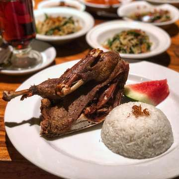 Bebek Bengil, Menteng  Been going here occasionally since secondary school. Everything seems to be the same every time I come here, including my own orders Nasi Bebek Bengil (132.5k). Buy I think the price keeps increasing?  They serve their Nasi Bebek Bengil with a portion of steamed rice, Balinese veggies, a slice of watermelon and half a duck. The duck is crispy and tender 😋, easy to pull apart using fingers, easy to bite and easy to pair with their sambal (or chilli). The classic sambal matah is however so different from the original Balinese version especially because they put it a lot of cabe rawit (a type or chilli). Overall, I like the dish. But is it worth the money? It may be a little overpriced but it's not a daily meal so I guess it's okay to splurge on this when you miss a taste of Balinese duck.  How do I eat it? I usually start off eating the watermelon, and then I squeeze the orange/lemon (under the duck) into the rice and duck. Then I spoon some chilli sauce of my preference to my plate next to the duck. I start pulling off parts of the duck and swipe the chilli with the duck. Then eat with rice. Recommended to use your fingers btw and please.  If you still have room for dessert, though not reviewed in this post, you can try out their Black Russian Pie (~70k). I like it 👌 Warning, there's alcohol.  #judgyeats
