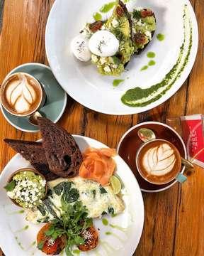 Yoga 🧘♀️ breakfast of spinach egg white omelette on dark rye sourdough, and smashed avocado 🥑 with poached egg 🍳 perfection @crumbandcoaster 🌴🙏🏼 . . . . .  #nothingisordinary #myfab5 #f52grams #dailyfoodfeed #lovefood #eatingfortheinsta #frenchtoast #spoonfeed #bali #infatuation #buzzfeast #feedyoursoull #cheatmeal #tastingtable #forkyeah #heresmyfood #kuta #eattheworld  #exploreindonesia #igersbali #explorebali #ci_bali #thebalibible #iphoneography #iphoneonly #iphonesia #totastemakerontour