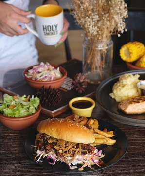 Craving for a tasteful pulled pork brisket sandwich? Try @holysmokesbali, best smokeshouse in town!  #balifoodies #holysmokes • • • • • balieats #baliculinary #balithisweek #balilyfe #balicili #baligo #baligasm #balibuddies #thebaliguideline #thebalibible #baliliving #foodgram #foodporn #foodshare #foodstagram #foodpics #foodguide #foodshots #foodoftheday #smokeshouse #smokeshousebali