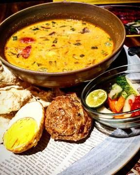 Betawi soto..The Indonesian culinary #satekhassenayan #soto #sotobetawi #jakarta @yourlippomallpuri
