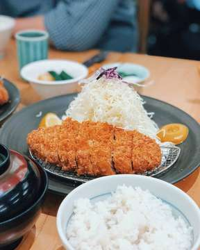 Pork Sirloin Katsu Set at @katsutoku.id is just one of the best out here 👍🏻