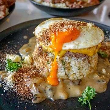 . Loco Moco 🧀🐮🍳 - Beef patty n cheese di atas garlic rice dengan saus mushroom, bubuk rempah, dan parmesan cheese, plus egg on top. Nasi garlic harum berasa banget garlic tapi sayangnya kelembekan! - Egg yolk sukses meleleh. Daging enak dicocol ke bubuk rempah atau saus mushroom yang creamy. Kalau mau menambah rasa lagi, boleh dicocol lagi ke parmesan cheese. Triple lezatos! Ena enaaa! . Alfred Grand Indonesia instagram : @alfred.jkt Open Mon - Sunday 10 AM - 10 PM  Seibu GF, Grand Indonesia West Mall ☎️ +62 21 21889061 ext:319 or 0878 80007325 . photo : @terkenang.rasa . . #alfred #grandindonesia #gi #locoMoco #kulinerjakarta #kulinerjakartapusat #kulinerGI #jakartaculinary #makanenak #seibu #alfredjakarta #tasty #endedupatalfreds #alfredGI #alfredGrandIndonesia