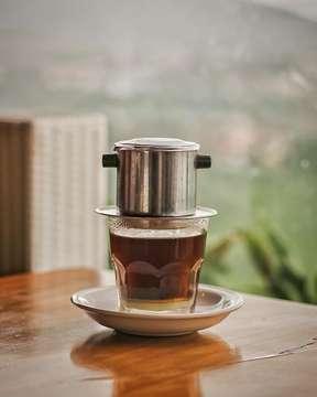 Coffee☕️ with a view⛰. #kusukangopiii • • • #bicarakopi #manmakecoffee #masfotokopi #anakkopi #hobikopi #indocoffeegram #coffeeshots #coffeegram #coffeegasm #koffeecollective #cupsinframe #igmasters #mbakfotokopi #itscoffeestory #bukanphotocopy #bookofcoffee #happyboringlife #proudofyourlocalcoffeeshop #coffeejpg #bandungcoffeedirectory #ehayokngopi #memorabiliakopi #bymadera #coffeeshopcorners #coffeeprops #coffeesesh #cafehopping #skylinebestviewresto #explorebandung