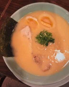 Low quality picture but high quality taste! Seirock-Ya Ramen never ever fails me. Walaupun tiap ke sini order-nya kalau gak miso/shio/miso/shio, tetep aja tiap nyuap kuahnya so in luv 😍 #foodlabgal #foodreview #foodporn #foodphotography #foodie #reviewmakanan #japanesefood #anakjajan #jktfoodbang #jktfoodie #jajananjakarta #jktgo #instayum #foodgasm