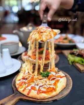 #BUKBER yukkkk dengan menu2 Italia yg endolita di @eat_eatalia ada Paket Bukber loh!! Harga paketnya 59K++ tinggal pilih main coursenya, minumnya ada Sweet ice tea atau pandan tea dan Gelato sebagai dessertnya. Asik kan _ Tempat yg super kece dan bikin betah dgn berbagai makanan sepeeti pizza, pasta, baked rice, dll. Ayoo ajakin temen2 buat #BUKBER di @eat_eatalia dan ajak juga keluarga besar kamu ya. _  Lokasi: EATLIA @eat_eatalia Jl. Lengkong Besar no.45 Jl. Setiabudi no 166 Bandung  Buka Jam 10:00-22:00  Telp (022) 4235853  _ #letsgoeatall #eataliamoment #LGExeatalia#letsgoeat #LGExramadhan2019 #letsgoeatall #instasunda #duniakulinerbdg #indonesianfood #visitbandung  #hobikuliner#bandungjuara #culinary #kulinerbdg  #explorebandung #kulinerbandung #makanpakereceh #bempculinary #foodgallerybdg #bandungfoodsociety #discoverbandung #jktfoodhunting #jajananbandung #terfujilah