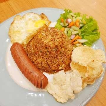 Grandma's Fried Rice • • • #friedrice #rice #sausage #food #pic #instafood #instapic #instagood #instagram #foodjakarta #foodindonesia #like4like #likeforlike #potd #picoftheday #today #bakerzin