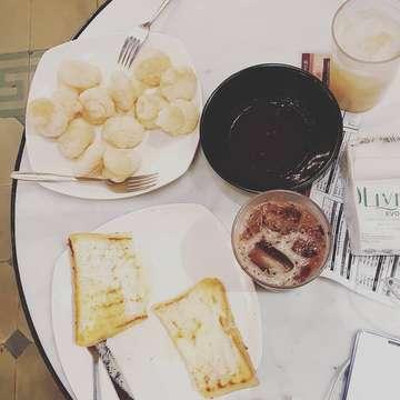this is: UPNORMAL  #upnormalcoffeeroasters #cihampelasbandung #bandunghits #morningcoffee