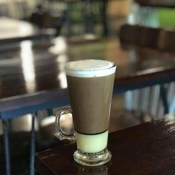 morning coffee bersama tetangga kantor sebelah @janekwee #coffee #coffeeshop #foodporn #foodgasm #blogger #insta #instalike