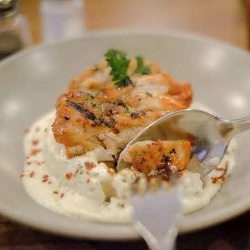 Carbonara rice favorite dari @toodzhouse emang ga pernah salah. Ini salah satu makanan yang wajib di pesan kalo makan di toodz house .  Harga💰: Carbonara rice spicy grilled chicken 48k (sudah termasuk pajak)  #makanbikinbahagia #ceritamakan #toodzhouse #cheese #carbonara #chicken #jktfood #foodgasm #foodgram #buzzfeedfood #foodporn #vscofood #foodstagram #jktgo #jktfoodbang #starvingtime #foodies #insiderfood #jakarta #feedfeed #instafood #foodnetwork #gofoodjakarta #travelfoodie #igfoodies #edisijajanakhirbulan #ovo
