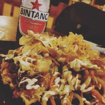 萬まるウブド店。 . #まずは #お寿司チェック #お好み焼きチェック #ビンタンチェック笑🍺 #合格🈴💮 #manmaruubud #sushi#samurai #okonomiyaki#osakajo