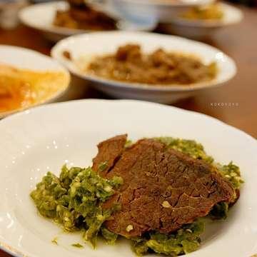 """""""Memboikot nasi Padang adalah sebuah ketololan terbesar dalam sejarah peradaban umat manusia"""" -@dixsterflixster-  #restoranpadang #masakanpadang #sepiringpadang #kulinerkelapagading"""