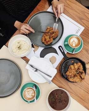 Apapun makanannya, minumnya cappuccino 😁☕️ #mbakfotokopi #masfotokopi