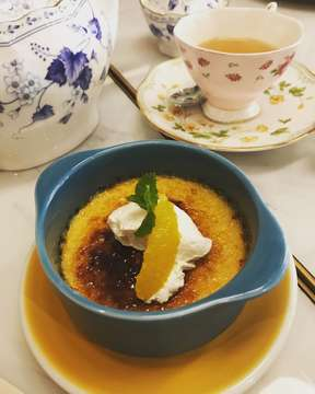 Vanila Cream Brulee. Its Simple and Classic. Love it❤️. . #creambrulee #western  #food #foodie #foodgasm #foodporn #steak #beef #ippudo #ramen #japanesefood #buzzfeedfood #buzzfeed #yum #yummy #travel #jakarta #indonesia #enak #likes #follows