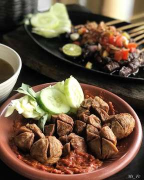 Salah satu menu favoriteku di @warung_tekko ... Baso Sapi penyet ... makyussss pastinya 👍 .. .. @warung_tekko  Baso Sapi Penyet 💰23K .. .. #warungtekko #basopenyet #lunch #jktfoodbang #jktfooddestination #jangkrikkuliner #feedfeed #f52grams  #foodporn #foodstyling #goodfood #foodgasm #instapic #indonesianfood #wisatakuliner #kuliner #endorsement #enak #yummy #likeforfollow