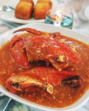 Even after all these years, every time I eat crabs, I still wonder how Mr Crab could have a whale as his daughter 😂