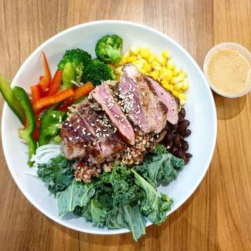 📸📲 . . Rodeo Drive 🥗 @saladstopid  Warm quinoa & brown rice, kale, beef sirloin steak, warm roasted baby capsicum, broccoli, black beans, sweet corn, daikon, sesame seeds and sesams lime.  #rodeodrive #saladstopid #yummy #delicious #cleaneating #lunch #saladstop #foodaholic #tasty #happytummy #foodies #healthymeals #eatclean #instafood #organicfood #foodies #healthyfood #foodgasm #foodporn #foodpic #foodphotography #photography #foodhunter #foodtraveller #foodenthusiast #nopork #nomsg #healthylifestyle #notsponsored