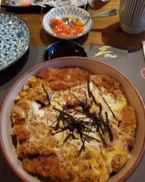 Beef donburi, makanan yg mengenyangkan dan simple utk quick lunch #japanesefood #japaneserestaurant #donburi #jakartaculinary #jakartakuliner @cak.munadi @munadijalanjalan