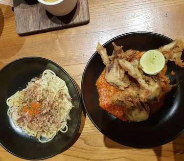 Menu lunch yg simple, spaghetti dan chilli crab. Spaghetti ini sangat light dan cenderung segar, dicampur chlli crab yg light jg @nomzcatering #nomzkitchenandpastry #nomzjakarta #spaghetti #chillicrab @cak.munadi @munadijalanjalan