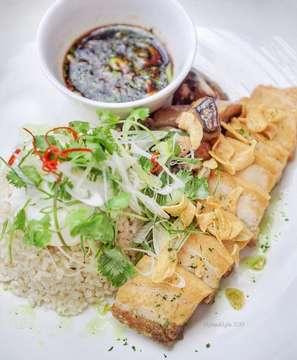 . #MytasteMylife . . . Favorite food di favorite place utk hangout, @basquejkt..... yes kalian kudu cobain Rice dgn Crispy Pork Belly nya.  Tempatnya asyek banget dan #instagramable... yg jelas pilihan makanannya banyak, apalagi buat kalian penggemar Spanish food. Must try 👍🏻 . . . ⬇️⬇️⬇️⬇️⬇️ 📌 @basquejkt 📍Noble House Building Lt 8, Mega Kuningan, Jakarta. . . . #basquejkt#basquebardetapas#basque #wowkuliner @wowkuliner #laperbaper @laperbaper #wowlaper @wowlaper #laperbener @laperbener #foodhits @food.hits #food#foodnesia#foodphotography#jktinfo#f52grams#feedfeed#instafood#food52#foodhunting#jktfoodbang#jktfooddestination#onthetable#ekabigstomach#jnyfoodjournal#makansamakoko#igfood#instafood#thefeedfeed#eeeeeats#foodnetwork#destinasijajan.
