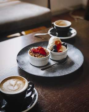 Happiness is a good coversation over delightful dessert and coffee. Loving that spontaneous coffee sesh with my mains the other day. Sweet dreams! 🍓 . #coffeesesh #foodporn #flashesofdelight