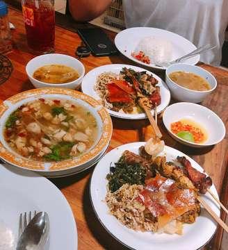 "🏠Babi Guling ""Chandra"" 📍Jl.Teuku Umar No.140, Denpasar, Bali ⏰05:00-21:00 NonHalal❌ . #napsumangan #mangansyek #kulinersolo #kulinersurabaya #kulinerjogja #kulinerbanjar #explorekotasolo #jelajahsolo #foodporn #vscofood #wtfoodies #anakjajan #theluckybelly#wtfoodies #instafood #foodblogger #foodies #foodhunting #eatandtreats #food #beautifulcuisines #vsco #feedfeed #foodporn #balifood #babiguling"