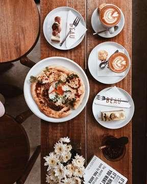 Be hapy in the moment, that's enough. Each moment is all we need, not more. . Makasih mba @dianfracile buat tour d'cafe nya hari ini. It's so fun 😃😃. . . . . #beaubytalitasetyadi #flatlay #foodphotography  #infinity_coffeebreak #fevrt_coffeetime #total_coffee #be_one_sweet #coffeemastery #coffee_gram #coffeeaddicts #dailycafehop #mycoffeegram m #coffeeshotsrock #raw_coffee #masfotokopi #happyboringday #mbafotokopi #tv_living #fotografi_world #instagrafi_id #super_coffee_channel #globalfotografia_stillife #9vaga_coffee9 #raw_collage #espressohit #coffeeshopsworld #jakartacoffeeshop