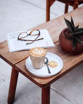 No caption, just picture. . . . #beaubytalitasetyadi  #infinity_coffeebreak #fevrt_coffeetime #total_coffee #be_one_sweet #coffeemastery #coffee_gram #coffeeaddicts #dailycafehop #mycoffeegram m #coffeeshotsrock #raw_coffee #masfotokopi #happyboringday #mbafotokopi #tv_living #fotografi_world #instagrafi_id #super_coffee_channel #globalfotografia_stillife #9vaga_coffee9 #raw_collage #espressohit #coffeeshopsworld #jakartacoffeeshop #indonesiancoffeeshop #indocoffeegram