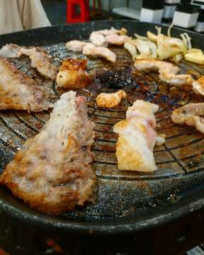 Hey guys! malam minggu kemaren oppa cobain AYCE di daerah pluit nih namanya Simhae Korean BBQ, harga nya lumayan terjangkau untuk all you can eat, oppa recommend ambil daging ayam empuk banget 👍 . 🥩 Babi, Sapi, Ayam, Ikan 💵 99k/person 📍 Simhae Korean BBQ (Inside Kakakuku Pluit) ⭐ 4/5 . . #koreanfood #makanan #makanterusss #jktfood #jktfoodbang #cleanfood #dinner #eat #tasty #hungry #hangry #yum #breakfast #lunch #nomnom #foodpic #foodphotography #foodies #forkyeah #homemade #homecook #foodblog #healthyfood #chocolate #foods #yummy #tastethisnext #foodlover #oppafoodies