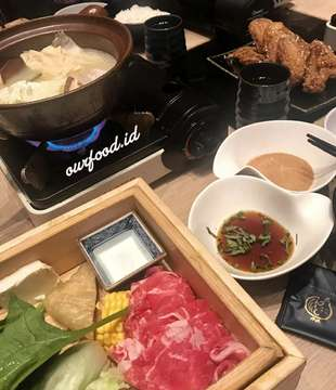 This is soooo GOOD 👌🏻👌🏻👌🏻 @bijinnabe_id  plaza senayan Lunch shabu shabu personal  150k Teba Karaage 58k Ocha 15k ++ (5% service 10% tax) #food_of_our_world #instafood #shabushabu #bijinnabe #plazasenayan #foodie #foodphotography #foodinstagram #foods #japaneseshabu #deliciousfood